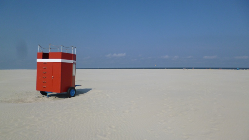 Badewagen am Strand von Borkum